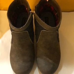 Tony Hilfiger size 3 girl boots